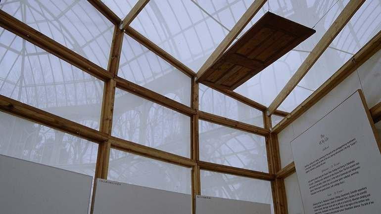 Vista de sala de la exposición. Ilya y Emilia Kabakov. El Palacio de los Proyectos 1995 - 1998, 1998