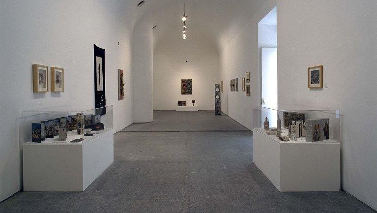 Vista de sala de la exposición. Jiři Kolář, 1996
