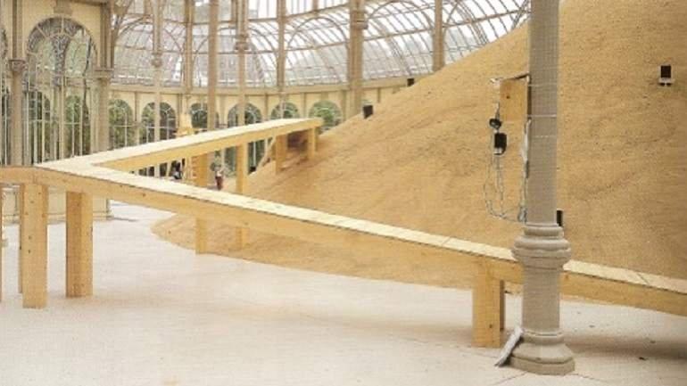 Vista de sala de la exposición. Eva Lootz. La lengua de los pájaros, 2002