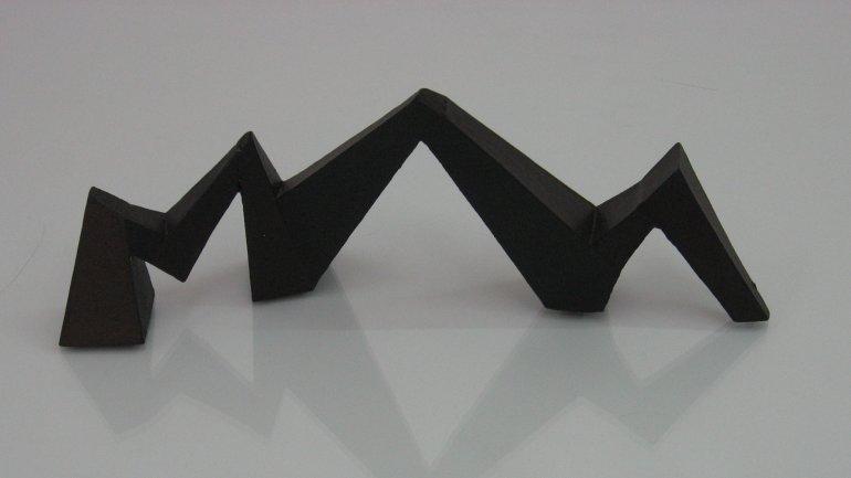 Mathias Goeritz, La serpiente de El Eco, variant, 2010-2011. Assembled cardboard and polychrome, 11.5 x 32 x 9.5 cm. Private collection, Madrid