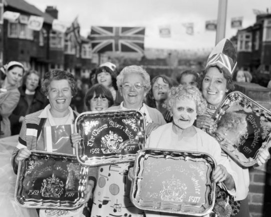 Chris Killip. Celebrating the Queen´s Silver Jubilee, North Shields, Tyneside, 1977. Courtesy of the artist © Chris Killip