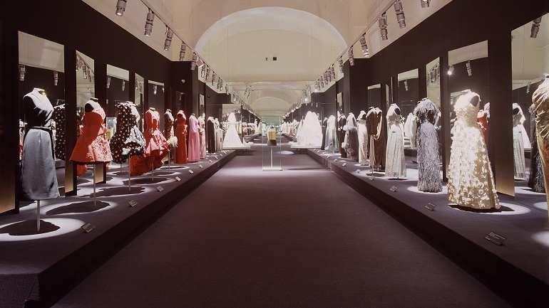 Vista de sala de la exposición. Pertegaz, 2004
