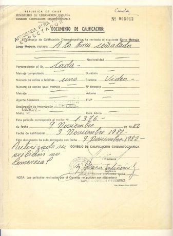 """Documento del Consejo de Calificación Cinematográfica que autoriza la exhibición del vídeo """"A la hora señalada"""". Santiago de Chile (1982). CADA // Archivo en uso."""